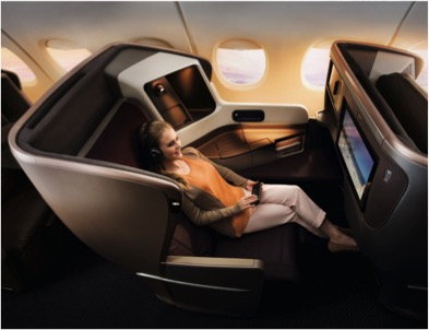 Frau in BusinessClass der Singapore Airlines