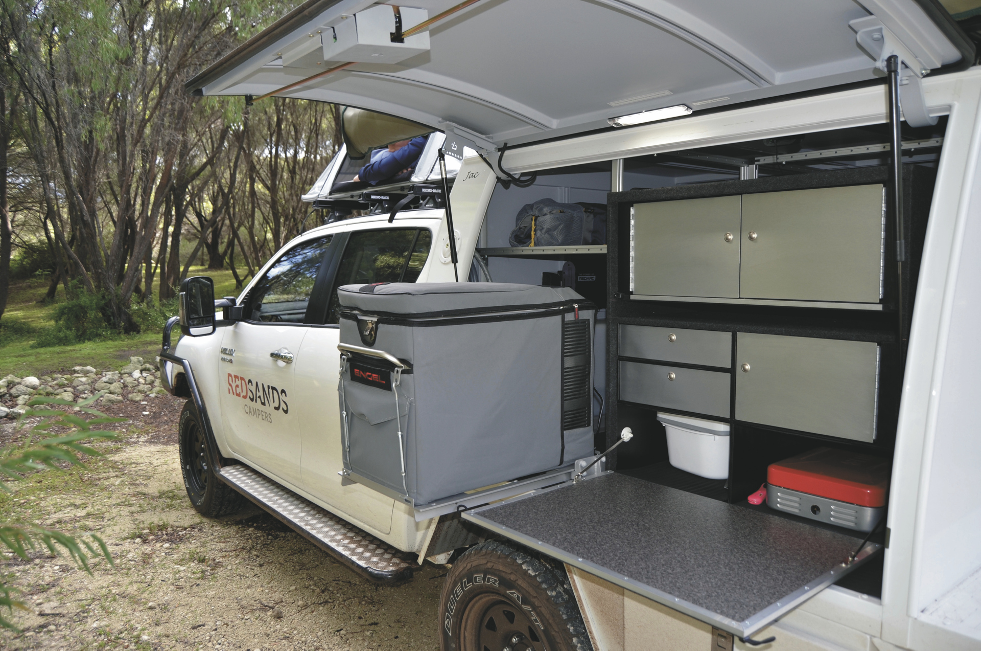 double cab 4wd camper wohnmobil mieten in australien. Black Bedroom Furniture Sets. Home Design Ideas