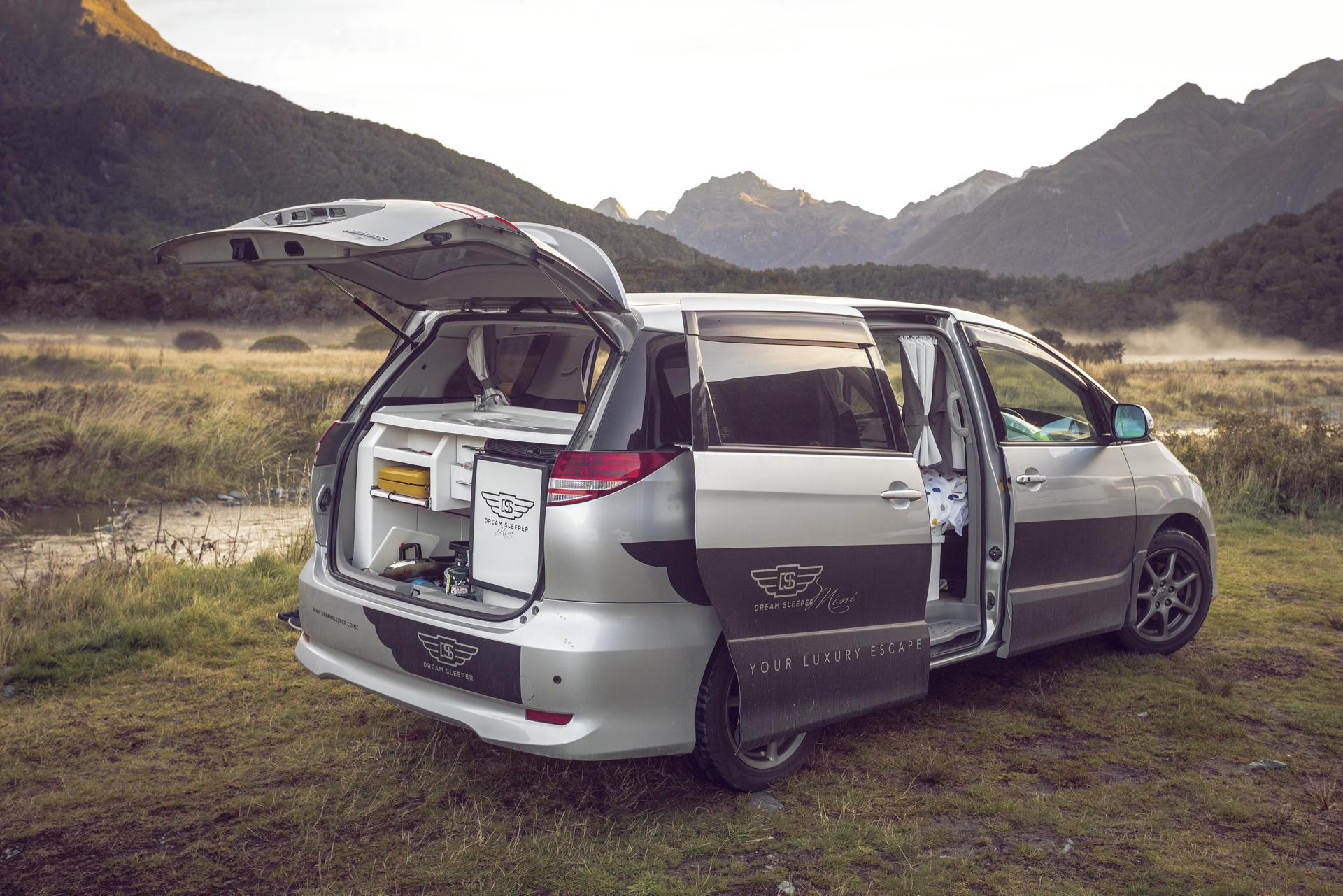 Mini Kühlschrank Mieten : Spaceship dream sleeper luxus wohnmobil mieten in neuseeland