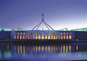 Parlament in Canberra bei Nacht