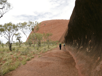 Beim Base Walk am Uluru (Ayers Rock)