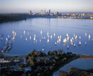 Swan River und Perth Skyline