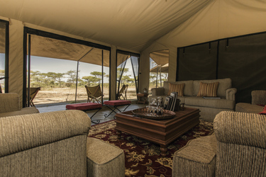 Lounge des Serengeti Explorer Camps