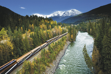 Rocky Mountaineer am North Thompson River - c Rocky Mountaineer
