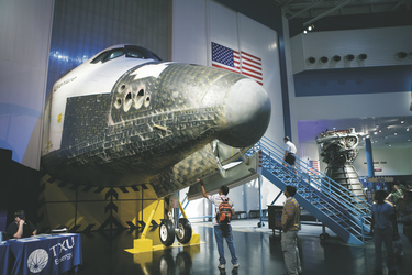 Space Shuttle im NASA Center in Houston - c Kenny Braun