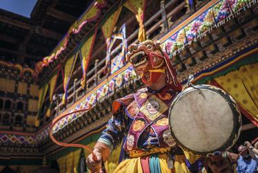 Farbenprächtige Tshechu Fest