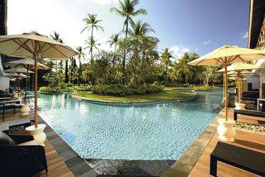 Pool- und Gartenblick