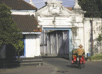 Rollerfahrer in Yogyakarta