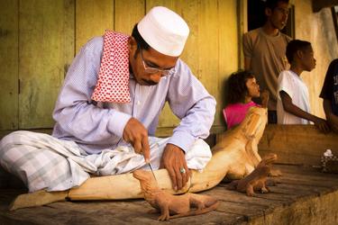 Indonesische Holzschnitzkunst - © Jennifer Hayes, ©Jennifer Hayes