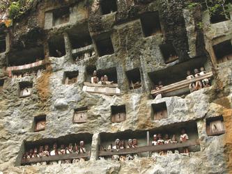 Felsengräber auf Sulawesi
