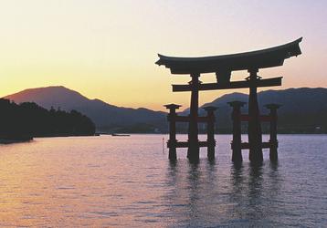 Rotes Tor des Itsukushima Schreins