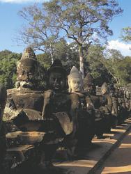 Gute Götter vor Angkor Thom, ©Ines Höflich