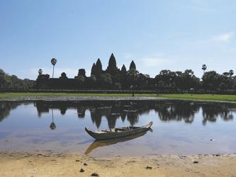 See und Boot vor Angkor Wat