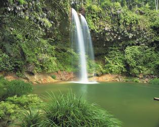 Wasserfall auf Borneo