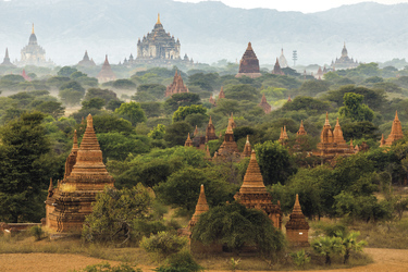 Pagodenlandschaft in Bagan - © Stephane Bidouze / Shutterstock
