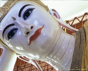 Liegender Buddha in der Kyaukhtatkyi Pagode