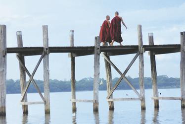 Mönche am Steg