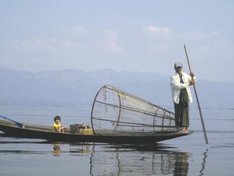 Einbein-Ruderer auf dem Inle See, ©Ines Höflich