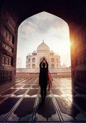 Yogapose vor dem Taj Mahal