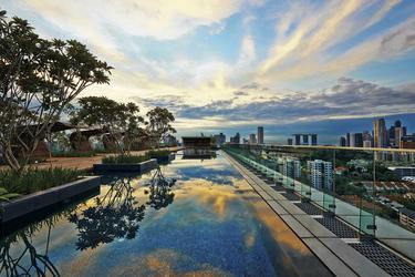Swimmingpool auf der Dachterrasse