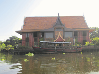 Haus mit Boot an den Klongs, ©Ines Höflich