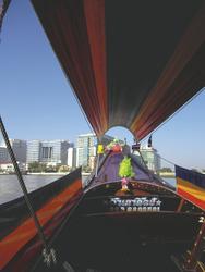 Fahrt mit dem Longtailboot auf dem Chao Praya Fluss