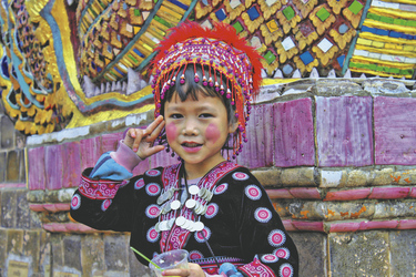 Kind in traditioneller Kleidung , ©Asian Trails