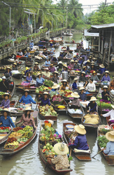 Floating Market in Tha Kha