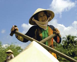 Bootsfrau auf dem Mekong, ©Lisa Dew PC09 May