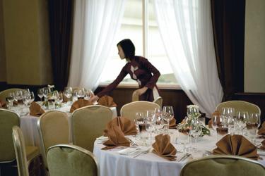 Mövenpick Hotel, Restaurant