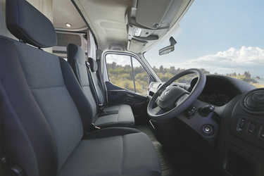 3 Sitzplätze im Fahrerhaus
