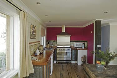 Großzügige Küche im Moo Manor