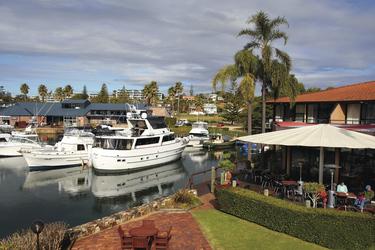 Restaurant mit Blick auf die Marina
