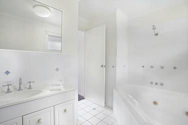 Apartment Badezimmer (Beispiel)