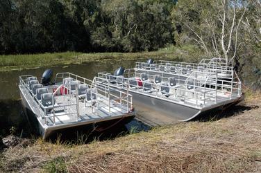 Moderne Boote mit drehbaren Einzelsitzen