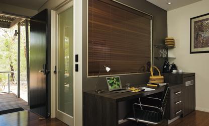 Alle Zimmer mit Schreibtisch, © Peter Eve