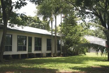 Gebäude mit Standardzimmern