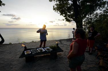 Den Sonnenuntergang im Camp genießen