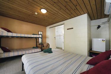 Familienzimmer mit zusätzlichem Stockbett, ©Shaana McNaught   2015