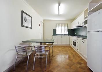 Küche im 2 Schlafzimmer Deluxe Apartment