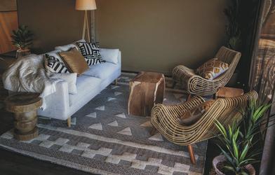 Lounge im Zeltbungalow