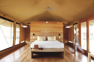 Safarizelt mit poliertem Holzfußboden