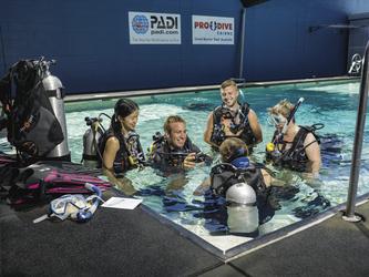 Tauchen lernen im Pool