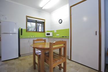 Küche und Eßbereich in der Cedar Lodge