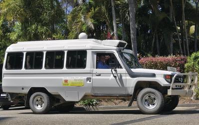Tourfahrzeug in Queensland