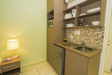 Motel-Studiozimmer mit kleiner Küche