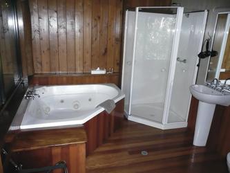 Bad mit separater Dusche