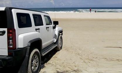 Hummer Allrad-Fahrzeug am 75 Mile Beach