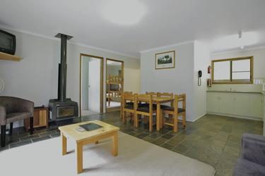Wohn- und Eßbereich in der Broken River Lodge