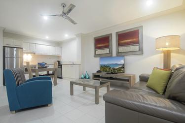 Großzügiger Wohn- und Essbereich im Apartment